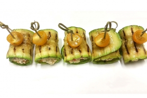 Рулетики из кабачка с домашним сыром и зеленью