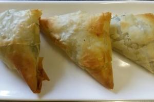 Мини-пирожки в тесте фило с рикоттой и шпинатом