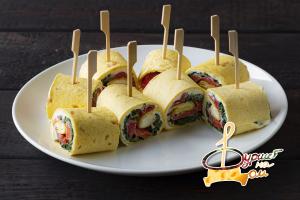 Ролл в тортилье с малосолёной неркой и сливочным сыром со шпинатом