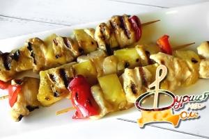 Шашлычки из куриного филе, маринованного в имбире с ананасом и сладким перцем