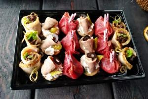 Набор из мини-закусок Фингерфуд (утка, язык, говядина с/в) 18 шт