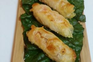 Брусочки из лосося в тесте фило с черри и фетой. Или со шпинатом.