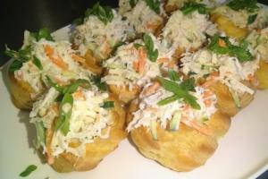 Профитроли с крабовым салатом (без картофеля)
