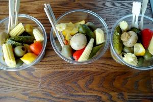 Стаканчики с маринованными овощами